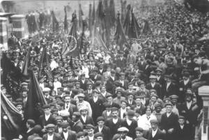 Manifestación de mineros en la localidad asturiana de Mieres el mes de octubre de 1934.